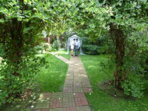 marriage-in-the-garden